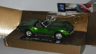 Chevrolet Corvette 1969 , escala 1/43 , de New Ray .