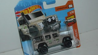 Land Rover Defender Double Cap 2015 , escala 1/64 de Hot Wheels .