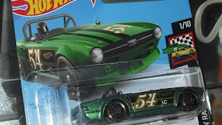 Triumph TR6 , escala 1/64 de Hot Wheels .