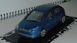 Citroen C4 , escala 1/43 , Azul , de la marca New Ray .