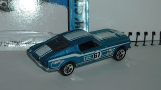 Ford Mustang 1967 , escala 1/64 de Hot Wheels .