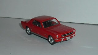 Ford Mustang Coupé de 1964 , escala 1/60 , de la marca Welly .