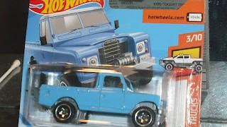 Land Rover series III pick up , color azul , escala 1/64 de Hot Wheels .