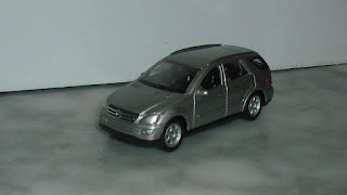 Mercedes Benz ML350 , escala 1/60 de la marca Welly .