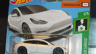 Tesla model 3 , escala 1/43 de Hot Wheels .