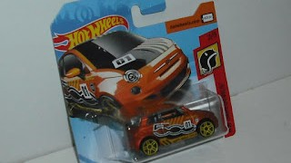 Fiat 500 , escala 1/64 de Hot Wheels .