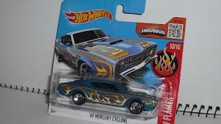 Mercury Cyclone 1969 , Azul con llamas , escala 1/64 de Hot Wheels .