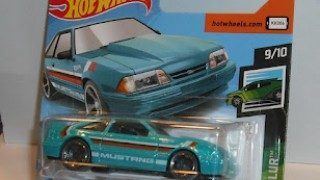 Ford Mustang 1992 , escala 1/64 de Hot Wheels .