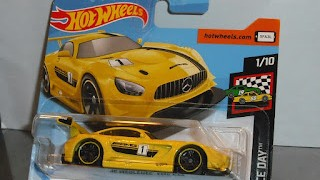 Mercedes AMG GT3 de 2016 , en color Amarillo , escala 1/64 de Hot Wheels .