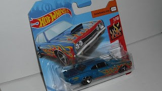 Dodge Coronet Superbee 1969 , Azul con llamas , escala 1/64 de Hot Wheels .