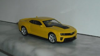 Chevrolet Camaro ZL1 , escala 1/43 de la marca Welly .