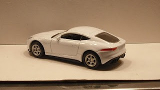 Jaguar F-Type Coupé , escala 1/60 de la marca Welly .