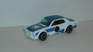 Nissan Skyline H/T 2000GT-X , escala 1/64 , de Hot Wheels .