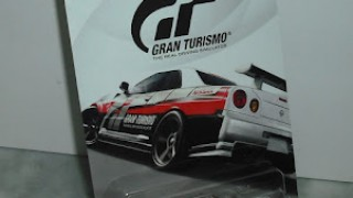 Nissan Skyline GT-R (R34) , escala 1/64 de Hot Wheels con decoración del video juego