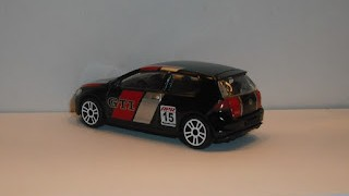 Volkswagen Golf GTI Racing , escala 1/64 , de Majorette .
