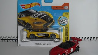 Mazda MX -5 Miata , escala 1/64 de Hot Wheels .