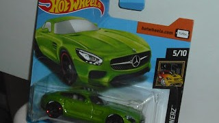 Mercedes AMG GT 2015 , color verde , escala 1/64 de Hot Wheels .