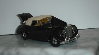 Bentley R Series , escala 1/36 , de 1984 de la marca Corgi .