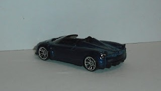Pagani Huayra Roadster 2017 , escala 1/64 de Hot Wheels .