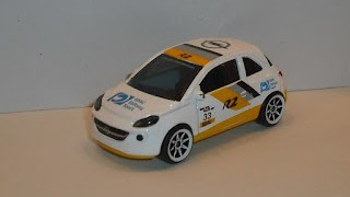Opel Adam Racing , escala 1/55 , de Majorette .