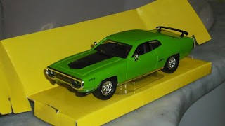 Plymouth GTX , escala 1/43 de la marca Road Signature .