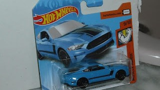 Ford Mustang GT 2018 , escala 1/64 de Hot Wheels .