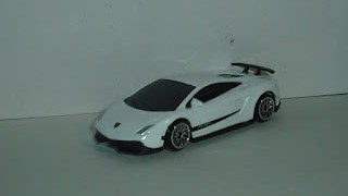 Lamborghini Gallardo Superleggera , escala 1/64 , de RMZ City , Junior Collection .